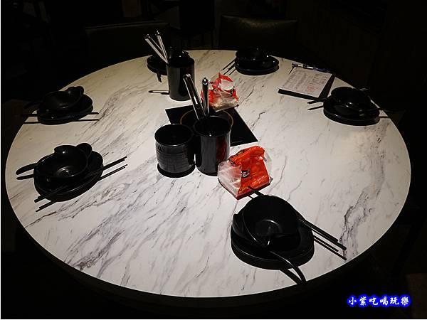 二樓用餐環境-連進酸菜白肉鍋吃到飽 (1).jpg