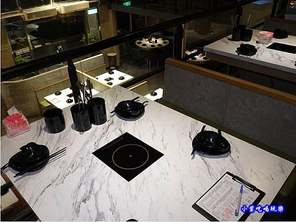 二樓用餐環境-連進酸菜白肉鍋吃到飽 (2).jpg