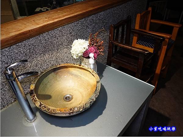 二樓用餐環境-連進酸菜白肉鍋吃到飽 (5).jpg