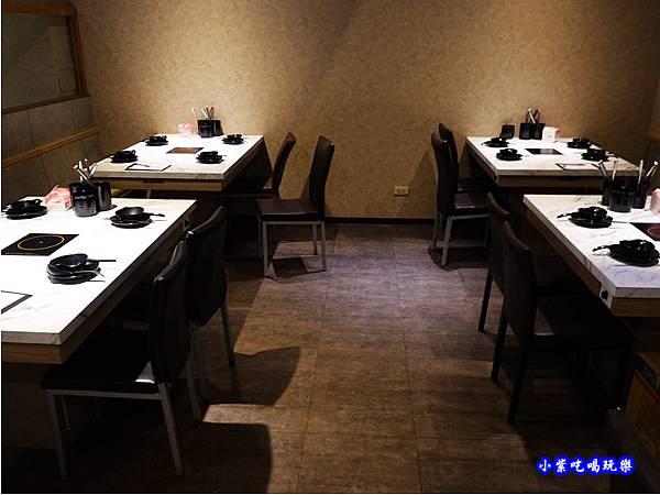 二樓用餐環境-連進酸菜白肉鍋吃到飽 (6).jpg