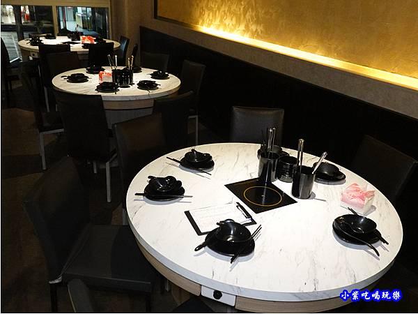 二樓用餐環境-連進酸菜白肉鍋吃到飽 (4).jpg