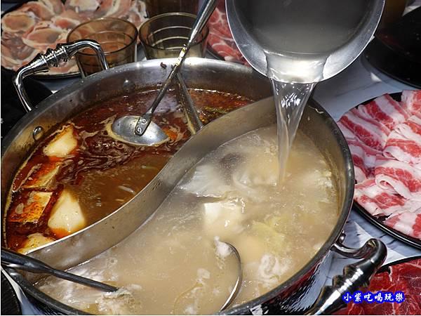 加湯-連進酸菜白肉鍋吃到飽.jpg