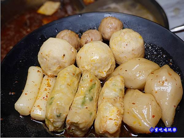 麻辣丸餃-連進酸菜白肉鍋吃到飽.jpg