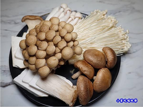 菇類拼盤-連進酸菜白肉鍋吃到飽.jpg