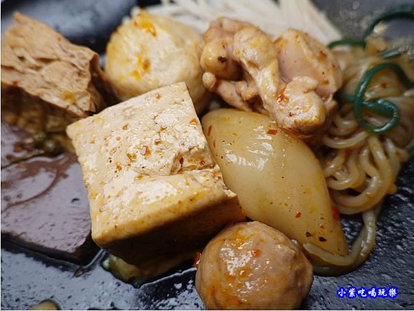 麻辣鍋物-連進酸菜白肉鍋吃到飽.jpg
