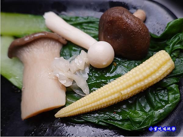 新鮮-連進酸菜白肉鍋吃到飽.jpg