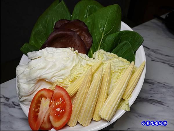 蔬菜拼盤-連進酸菜白肉鍋吃到飽.jpg