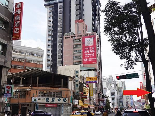 草悟道酒店旁公車站.JPG