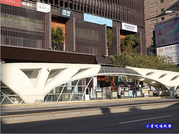 金典綠園道商場前-科博館公車站.jpg