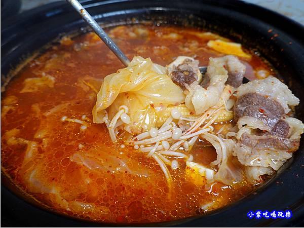 牛肉泡菜豆腐鍋-肉鮮生韓式烤肉吃到飽沙鹿店  (1).jpg