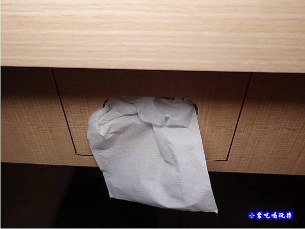 桌下有面紙-肉鮮生韓式烤肉吃到飽沙鹿店.jpg