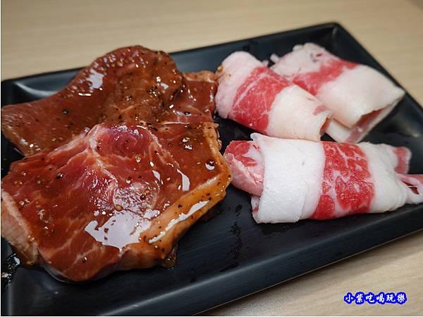 黑胡椒牛小排、牛五花-肉鮮生韓式烤肉吃到飽沙鹿店.jpg
