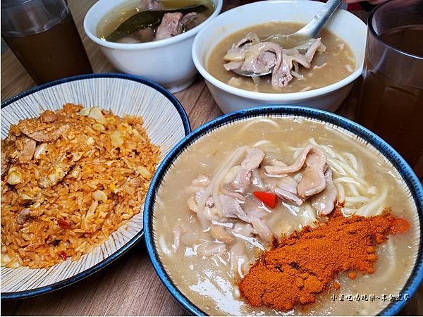 2121龍巢飯麵館餐食.jpg