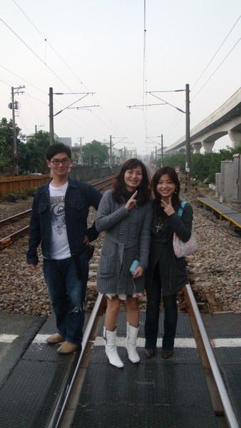 這是火車真的會經過的鐵道(不怕死三人組)