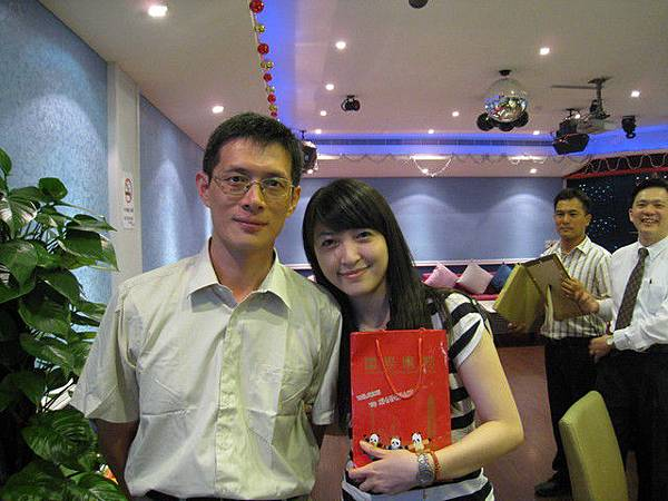 我的指導教授劉老師也來囉
