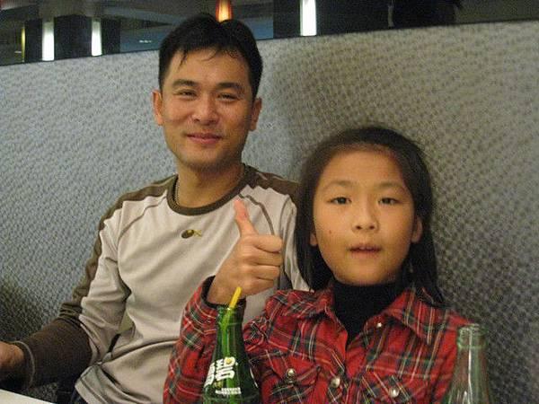 KEVIN&他女兒(超外向超能聊的.跟老爸一樣)