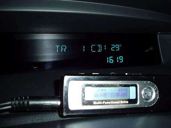 """SII-測試,會多一個CD1的選項,但螢幕上不會顯示歌曲資訊、曲目,永遠只會顯示""""TR1 CD1""""(外接音源時)"""