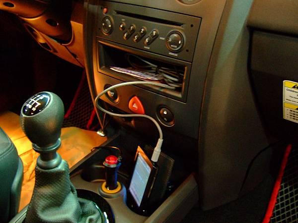 Megane RS之Aux in+PDA