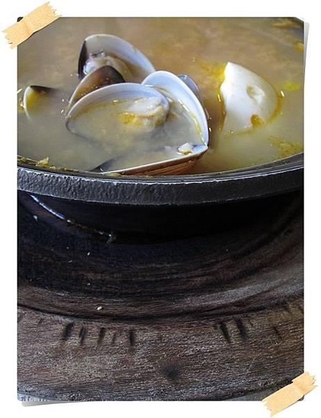 IMG_0694-cut2_西班牙蒜頭蛤蠣湯Spanish Garlic Clam Egg Soup.JPG