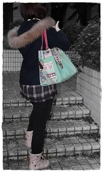 IMG_0494v-cut-blur-decolor