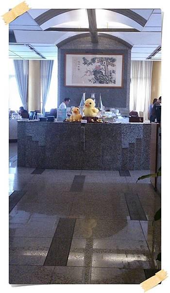 20131011_圓山飯店中餐廳走廊底第一眼看到黃鴨_DSC_0745b