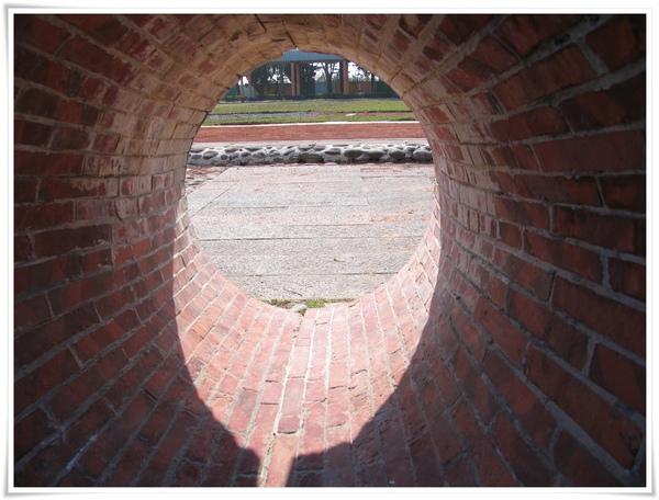 IMG_0080_洞洞過去是小學.jpg