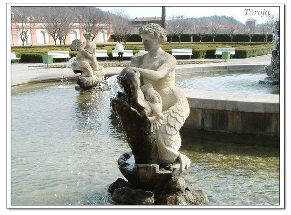 多亞宮水池景