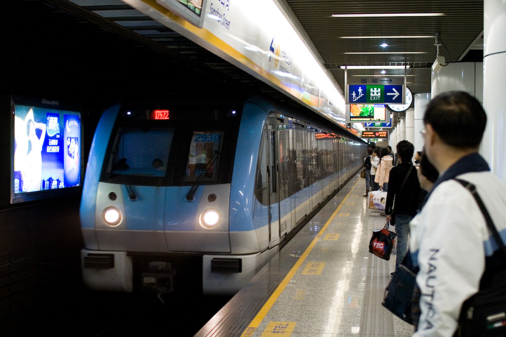 Nanjing_Metro_Arriving.jpg