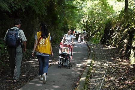 不只輪椅,嬰兒車也能方便推行,這就是「通用」的概念。
