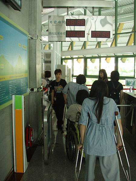 月台也有無障礙通道可以輕鬆進入喔!.JPG