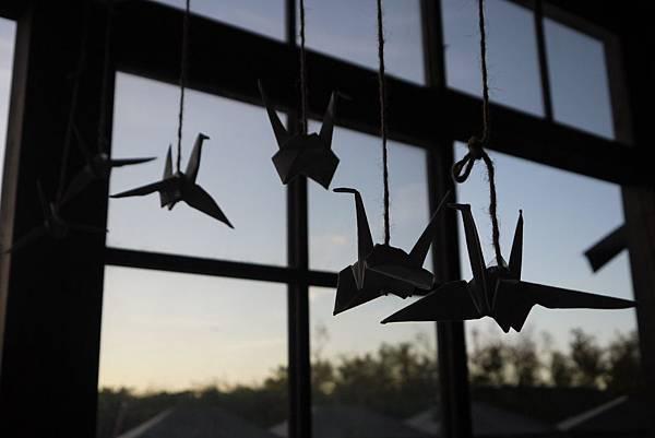 象徵和平喜樂的紙鶴們,一定也不知道當時會在小學校發生壯烈的攻擊事件吧.JPG