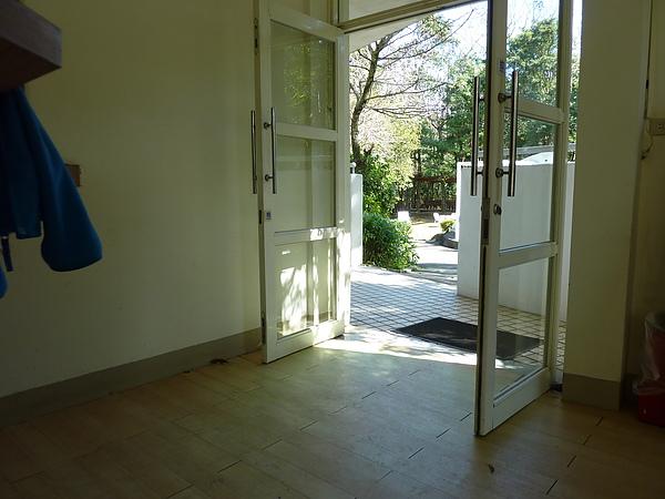 P1060518 1F用餐區的出入口也是無障礙.JPG