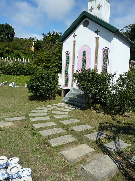 P1060604小教堂的路也不適合輪椅走動,如果有人幫忙推應該OK.JPG