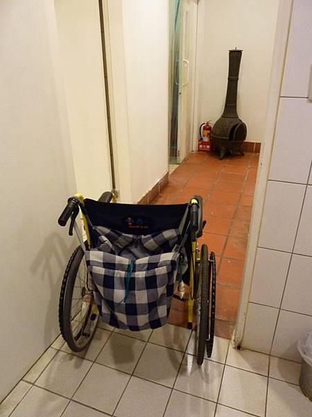 P1060632廁所門的寬度OK.JPG