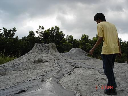 燕巢,泥火山。