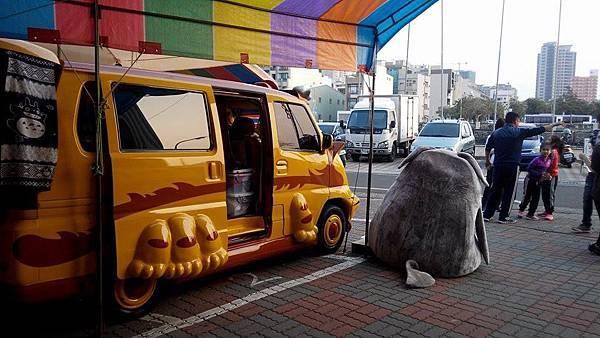 龍貓公車側身