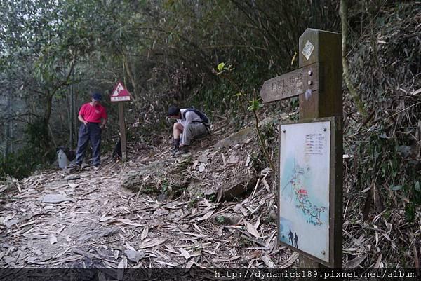 石頭公民宅前半公里,從這裡開始爬坡,很少平坦的路能走