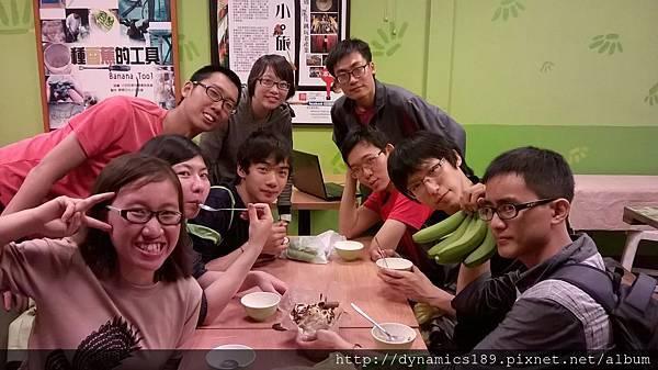 11025209_916813155006828_5114325524904770151_o 眾人在台青蕉吃香蕉清冰.jpg