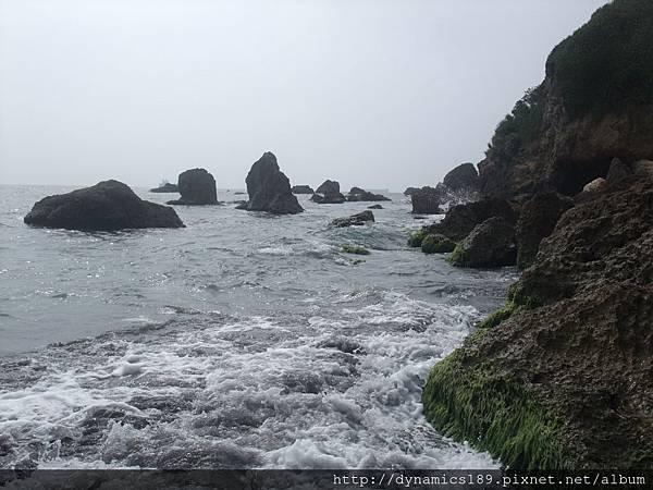 浪花與礁石