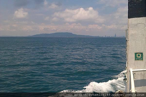 回港,從海上看高雄與柴山。
