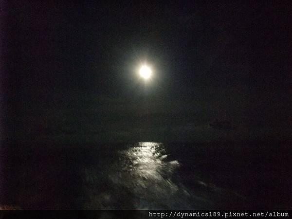 像太陽的月亮
