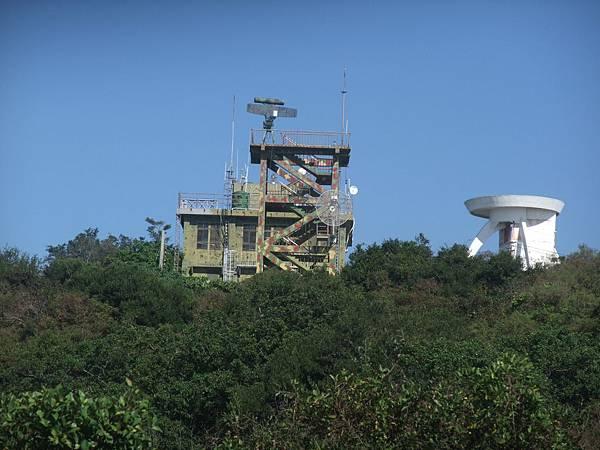 DSCF5851_對面的雷達站,柴山最高峰,+.JPG