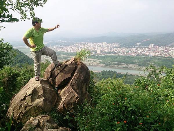 DSC_0672石頭上眺望.JPG