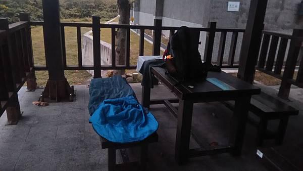 P_20161111_060139_專業流浪漢的睡袋+.jpg