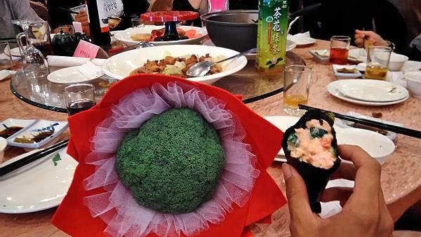 帶著花椰菜繼續吃喜酒+.jpg