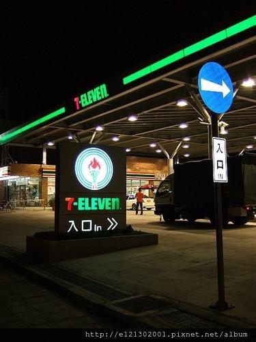 全國第一家的7-ELEVEN, 加油站開幕了!1.jpg