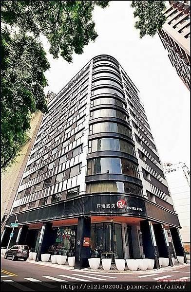 105.9巨蛋旅店最受歡迎的「巨蛋景觀房」房型,旅人可以自在地在都市裡享受城市夜景.jpg