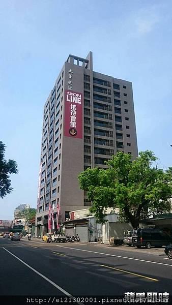 105.10.28太普建設「太普ON LINE」基地位於三民區覺民商區,成屋9月底公開至今已售90戶,是南台灣最熱銷個案.jpg