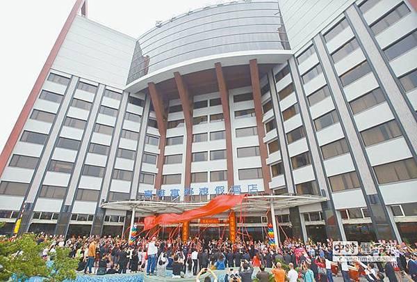 105.11.13富野渡假酒店昨在高雄凱旋夜市旁開幕,積極搶攻國旅市場.jpg