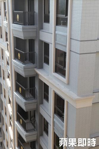 105.12.222018年起新成屋雨遮屋簷不登記不計價。資料照片.jpg